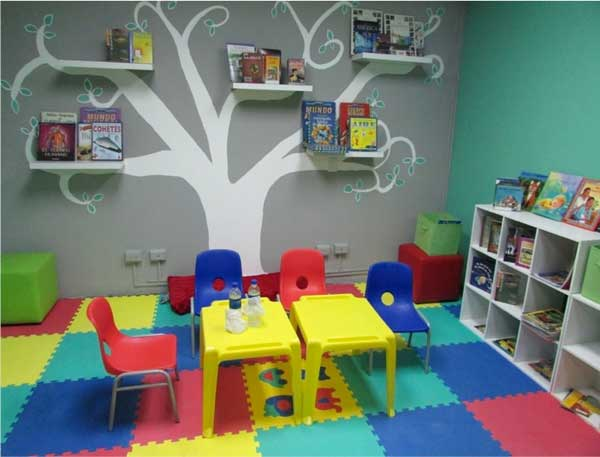 El Milagro School library